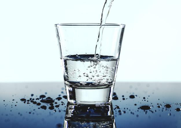 szklanka-wody-makro_53876-32234.jpg
